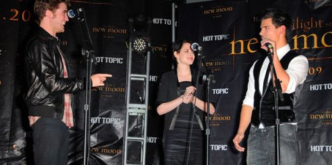 New Moon Cast Hot Topic Tour