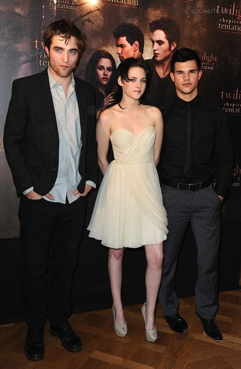 Rob, Kristen & Taylor - New Moon Photo Call - Paris, France