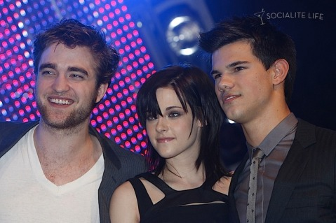 gallery_enlarged-robert-pattinson-kristen-stewart-taylor-lautner-new-moon-munich-photos-11142009-37