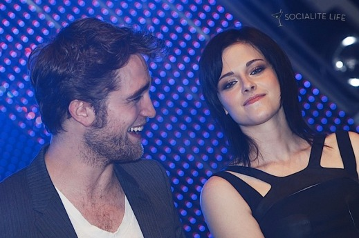 gallery_enlarged-robert-pattinson-kristen-stewart-taylor-lautner-new-moon-munich-photos-11142009-52