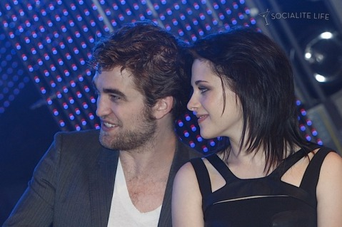 gallery_enlarged-robert-pattinson-kristen-stewart-taylor-lautner-new-moon-munich-photos-11142009-56